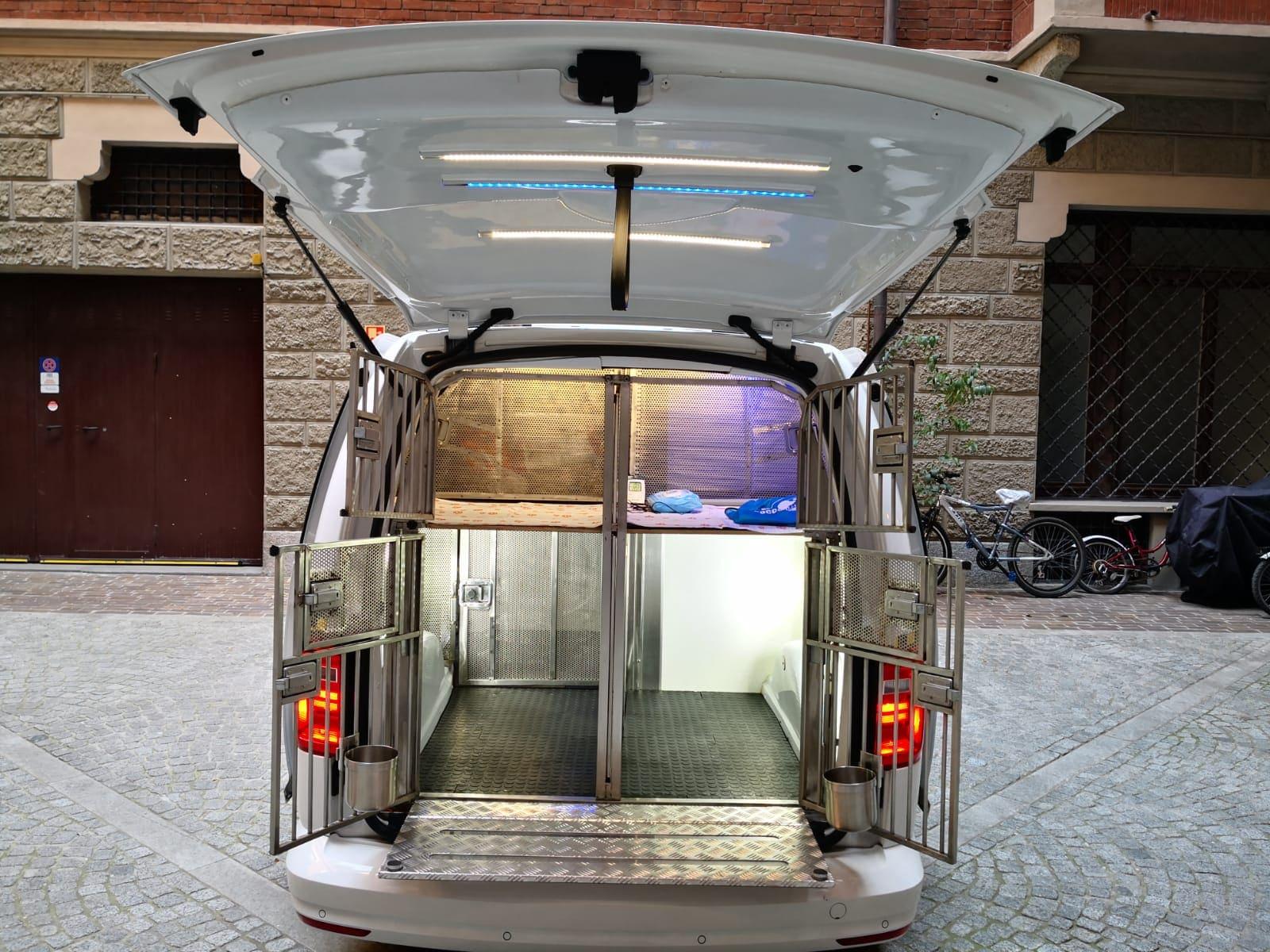 furgone-trasporto-animali-retro-illuminato